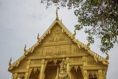 Schöne goldene Kapelle von Wat Paknam Jolo, Bangkhla, Chachoengsao-Provinz, Thailand lizenzfreies stockfoto