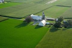Schöne grüne Ackerland-Antenne Stockfotografie