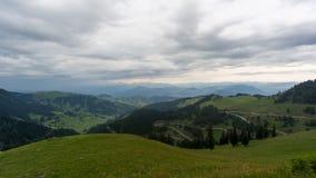 Schöne grüne Naturlandschaft von Bäumen und von Wäldern in den ländlichen Gebieten von Region Schwarzen Meers, Artvin, die Türkei stockbild