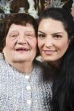 Schöne Großmutter und Enkelin Lizenzfreie Stockfotografie