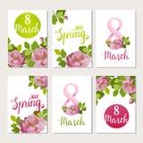 Schöne Grußkarten mit dem Feiertag vom 8. März, internationalem Frauen ` s Tag mit Frühlingsrosen und Beschriftung Stockfoto