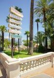 Schöne Häfen mit vielen Yachten in Monaco und in Gärten voll von den Blumen lizenzfreies stockfoto