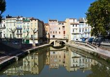 Schöne Häuser in Narbonne, Frankreich Stockbilder