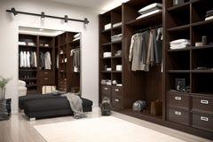 Schöne hölzerne horizontale Garderobe und Weg im Wandschrank stockfoto