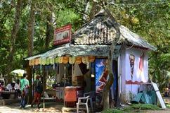 Schöne Hütte in einem Park lizenzfreies stockbild