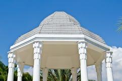 Schöne Halle mit blauem Himmel Lizenzfreie Stockfotos