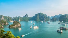 Schöne Halong-Bucht-Landschaftsansicht von der Ti-Spitzen-Insel lizenzfreies stockfoto