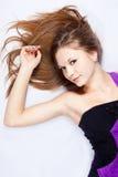 Schöne harmonous junge Frau mit dem langen Haar Lizenzfreies Stockbild