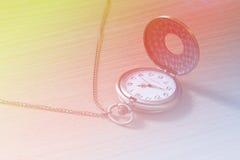 Schöne helle alte Uhr Stockfotografie