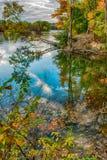 Schöne Herbstreflexionen im September stockfoto
