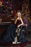 Schöne Hexe im dunklen Kleid Lizenzfreies Stockbild