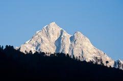 Schöne Himalajaspitze im frühen Sonnenlicht Lizenzfreie Stockfotografie