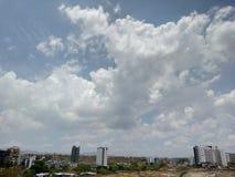 Schöne Himmelansicht in Kothrud, Pune, Maharashtra Indien Lizenzfreies Stockfoto