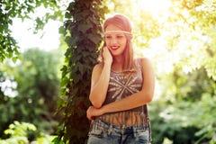 Schöne Hippie in der Natur Lizenzfreie Stockfotos