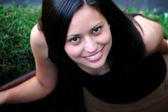 Schöne hispanische Frau lizenzfreie stockfotos