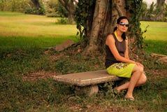 Schöne hispanische Frau draußen Lizenzfreies Stockbild