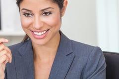 Schöne hispanische Frau oder Geschäftsfrau Latinas stockfotos