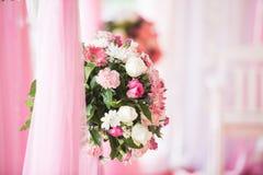 Schöne Hochzeitsblumendekoration Stockbilder