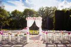 Schöne Hochzeitseinrichtung stockbilder