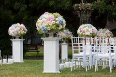 Schöne Hochzeitseinrichtung Hochzeitszeremonie im Freien Stockbilder