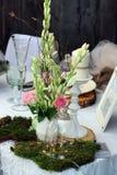Schöne Hochzeitstafelanordnung Stockbild