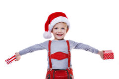 Schöne Holdinggeschenke des kleinen Jungen von Santa Claus Weihnachten Stockfotos
