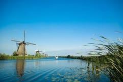 Schöne holländische Windmühlenländer stockbild