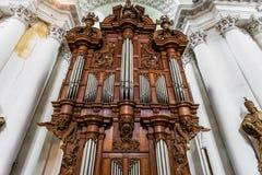 Schöne Innenansicht der Abteikirche in Floreffe Stockbilder