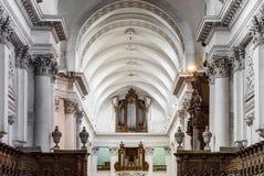 Schöne Innenansicht der Abteikirche in Floreffe Stockfotos