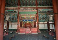 Schöne Innendecke eines Hauskönigs, der im Gyeongbok-Palast am 11. Januar 2016 in Seoul, Korea lebte Lizenzfreie Stockfotos