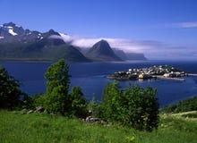 Schöne Insel in Norwegen lizenzfreie stockbilder