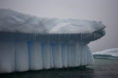 Schöne interessante Formen des Eisbergformulars. Stockfotografie