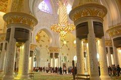 SCHÖNE INTERNE ANSICHT der größten Moschee von UAE, SCHEICH ZAYED GRAND MOSQUE gelegen in ABU DHABI Stockbild