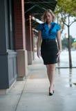 Schöne Jahrblondinegeschäftsfrau Stockfotografie