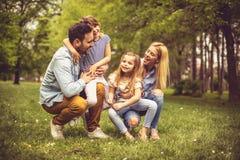 Schöne Jahreszeit für Familie stockfotografie