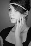 Schöne Jugendliche im Diamant-Stirnband Stockbilder
