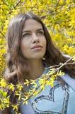 Schöne junge Art und Weisefrau Stockfotografie