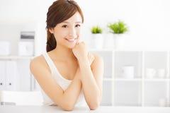 Schöne junge asiatische Frau Stockbilder