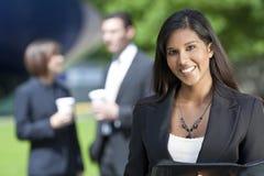 Schöne junge asiatische Geschäftsfrau Lizenzfreie Stockfotos