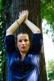Schöne junge Aufstellung der schwangeren Frau Lizenzfreie Stockfotos