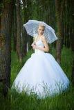 Schöne junge blonde Braut Stockfoto