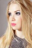 Schöne junge blonde Frau Lizenzfreie Stockbilder