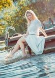 Schöne junge blonde Frau Stockfotos