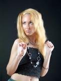 Schöne junge blonde Frau mit dem langem Haar und je Stockbild