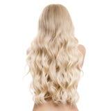 Schöne junge blonde Frau mit dem langen gewellten Haar Lizenzfreie Stockfotos