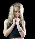 Schöne junge blonde Frau mit dem langen Haar Lizenzfreie Stockfotografie