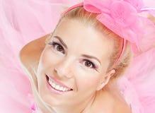 Schöne junge blonde Frau mit heller Verfassung Lizenzfreie Stockfotos