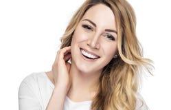 Schöne junge blonde Frau mit sauberem Gesicht Lizenzfreies Stockbild
