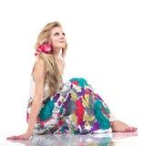 Schöne junge blonde Frauen, lokalisiert auf Weiß Lizenzfreie Stockfotografie