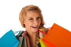 Schöne junge blonde kaukasische Frau, die das vibrierende Einkaufen hält Lizenzfreie Stockbilder